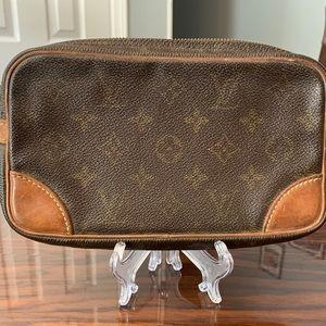 Authentic Louis Vuitton Clutch /Toiletry  Clean